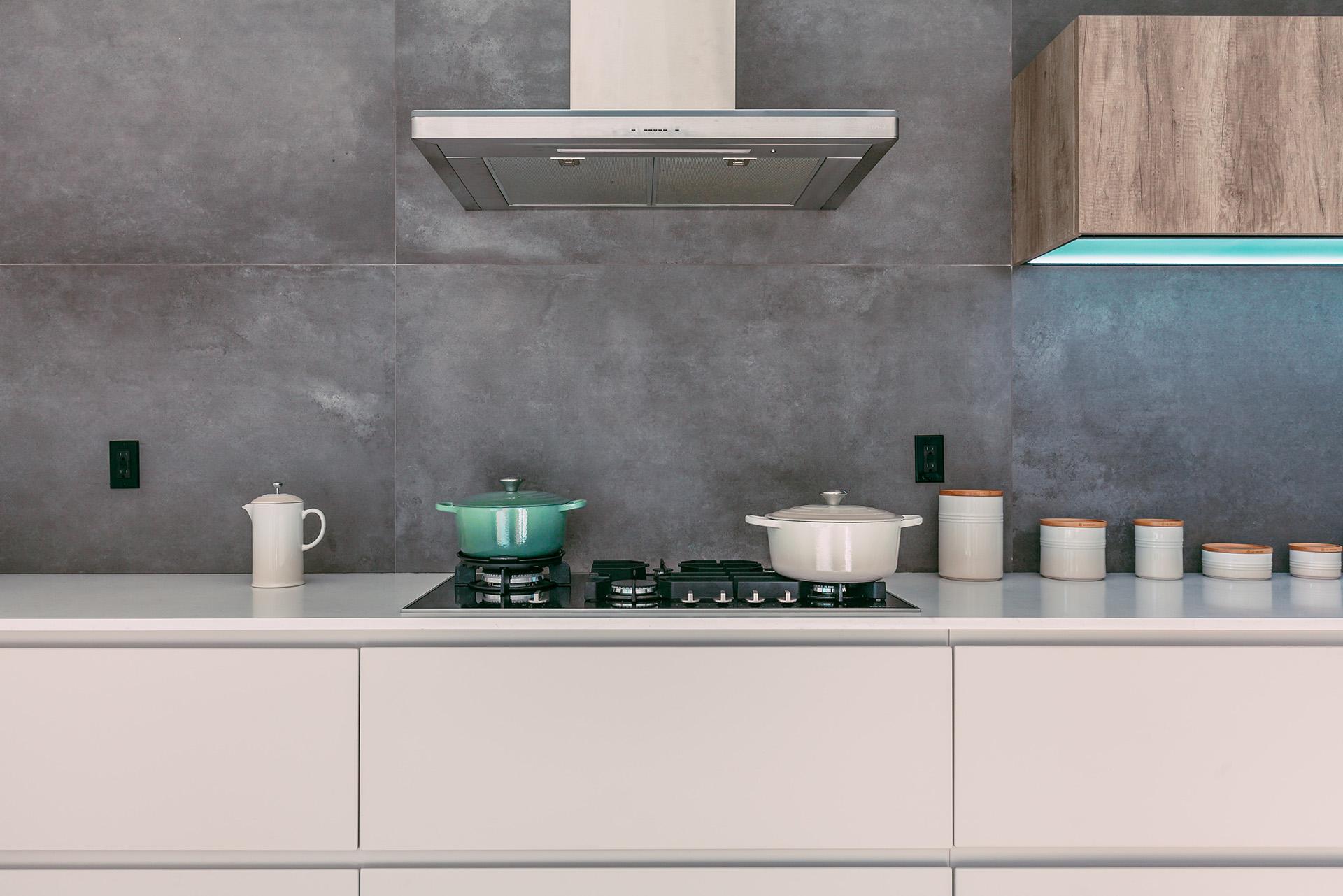 VAGUS HAUSTECHNIK - Küche mit Naturstein Fliesen