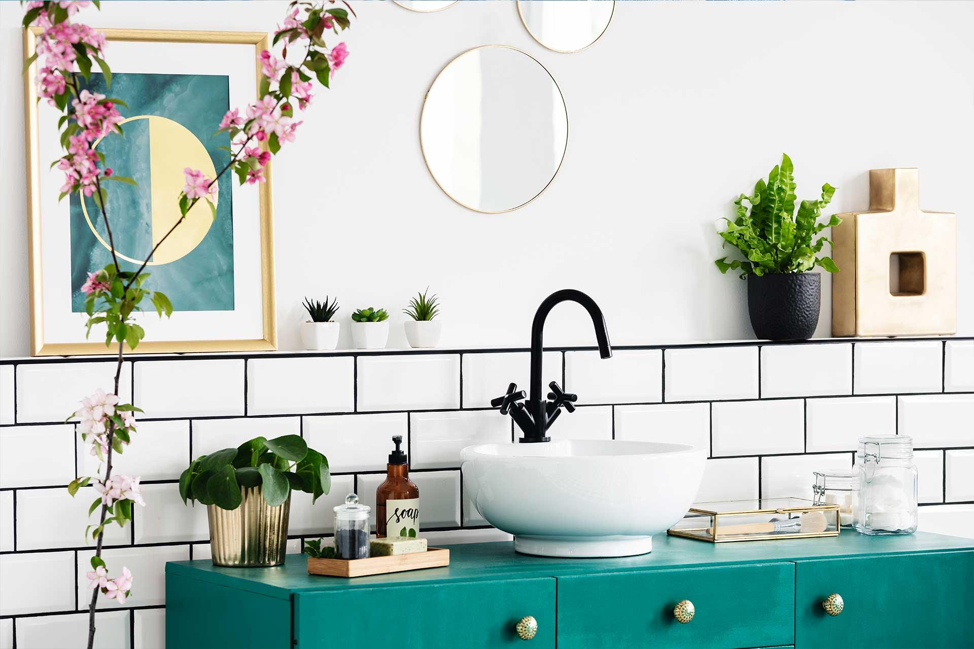 VAGUS HAUSTECHNIK - Badezimmer mit glasierten Fliesen